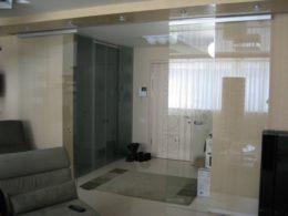 откатная система для стеклянной двери