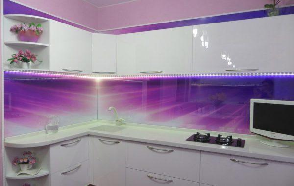 Фартуки для кухни из стекла, панели скинали с встроенным экраном