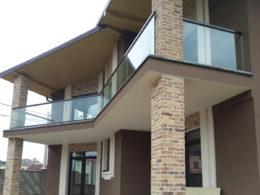 steklyannoe-ograzhdenie-balkona