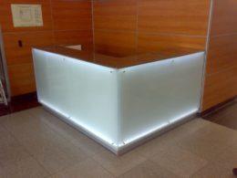 stoyka-resepshn-steklo