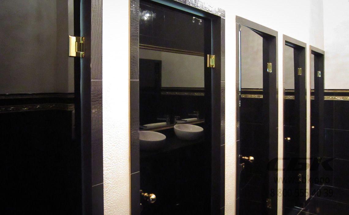dveri-steklyannie-tualete