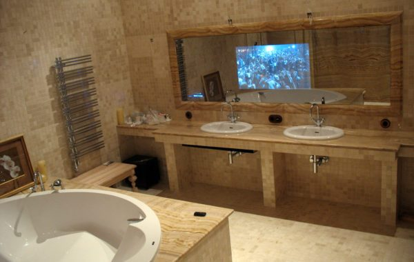Невидимый телевизор в зеркале