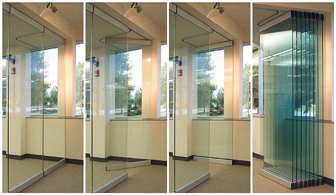 Открывание-раздвижной-перегородки-из-стекла