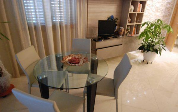 Столы стеклянные для кухни