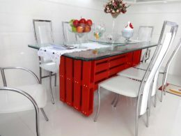 chic-red-painted-pallet-dinig-table-with-chick-glass-top