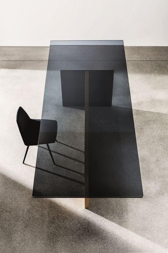 стеклянный стол руководителя
