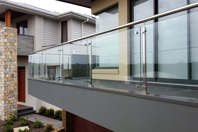 steklyannoe-ogragdenie-balkona